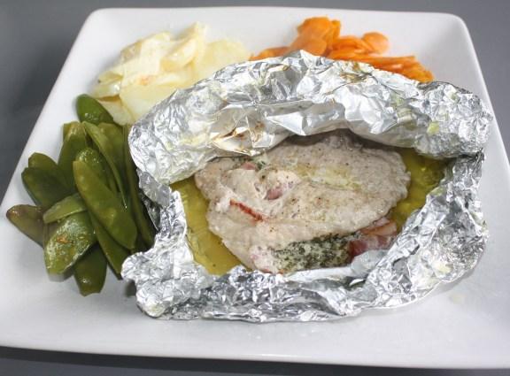 Koteletten in papillot met gratin dauphinois, worteltjes en peultjes